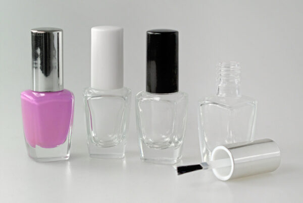 Nail Polish Bottle with Cylindrical Cap